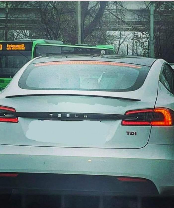 Вицове: Сигурен съм, че в този момент някъде по българските пътища обикаля Тесла с газова уредба